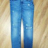Шикарные тёртые джинсы скини Zara c рваным низом 26 размер
