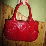 Кожаная лаковая сумочка