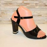 Черные лаковые босоножки на устойчивом каблуке