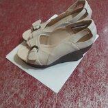 Удобные туфли с открытым носком
