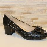 Летние черные туфли с открытым носом с перфорацией на устойчивом каблуке