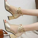 Босоножки женские золотистые на каблуке Б295