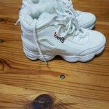 Стильные зимние кроссовки
