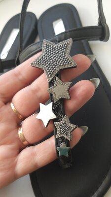 Босоножки вьетнамки черные с серебристыми звездами стразами
