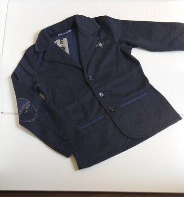 Трикотажные пиджаки в двух цветах