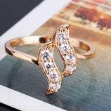 Позолоченное кольцо с цирконами код 740