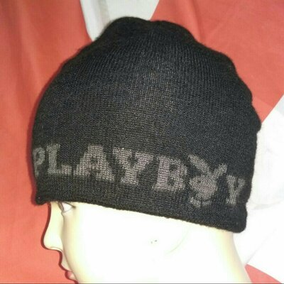 Стильная фирменная зимняя шапка шапочка Playboy.m.
