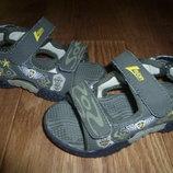 Фирменние сандали для мальчика