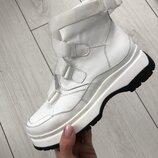 Женские ботинки белые кожаные на толстой подошве с ремешком