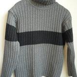 Классный удобный свитер с горловиной на мальчика 6-7 лет