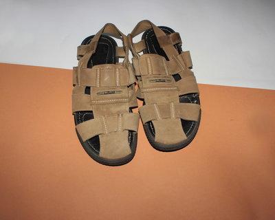 Натуральные кожаные не экокожа босоножки , прошиты 43 размер, 28 см