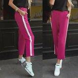 Укороченые брюки Лампасы цвета Фуксия