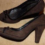 Замшеві туфлі дорогого бренду Geox