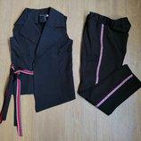 Стильный комплект, жилетка и брюки. Ткань костюмка. Цвет черный, синий.