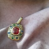 Золотой подвес инкрустированный 11 драгоценными камнями.