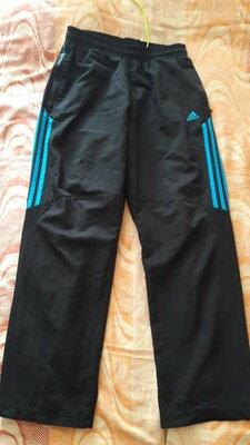 Спортивные чёрные штаны фирменные Adidas р.46 длина 100см.