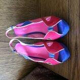 Испания Босоножки невесомые очень удобные каблук не чувствуется испания на ногу 23,5 см