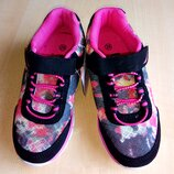 Шикарные кроссовки новые