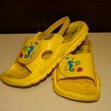 Детские желтые босоножки шлепанцы с резинками на липучке размер 29