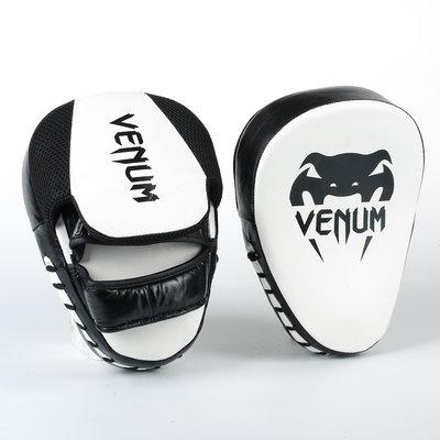 Лапа изогнутая кожаная боксерская Venum 8318 2 лапы в комплекте, размер 26x19x5см