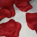 Искусственные лепестки роз.