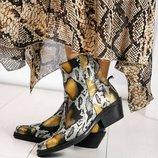 Ботинки казаки, натуральная кожа с тиснением, золотистая рептилия
