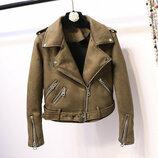 Женская замшевая куртка косуха хаки зеленая