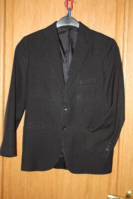 Школьный пиджак для мальчика р-140/150 в хорошем состоянии