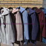 Женское демисезонное пальто на подкладке с капюшоном.