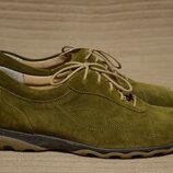 Безупречные фирменные замшевые закрытые туфли оливкового цвета LadySko Швейцария 38 р.