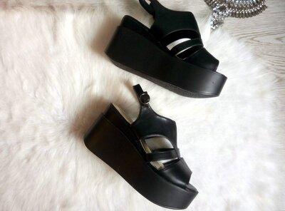 черные кожаные босоножки на высокой легкой платформе танкетке сандалии на широкую ножку