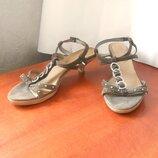 Замшевые фирменные босоножки от бренда clarks, р.38,5 код s3859
