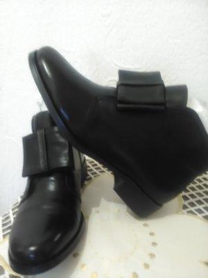 Класні шкіряні осінні черевички