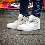 Кроссовки женские Nike Air Jordan 1 Retro