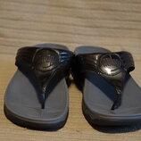 Легкие лакированные кожаные шлепанцы цвета металлик FitFlop style 028-104 39 р.
