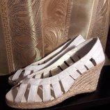 Распродажа. Новые босоножки на танкетке laureana, сандалии. 2 размера