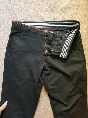 Стильные школьные черные штаны брюки на мальчика зауженные скини как новые