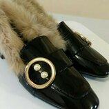 Шикарные женские меховые лоферы. Туфли лаковые в стиле Гуччи.