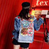 Женская джинсовая куртка рванка Hard Rock Cafe с разноцветным принтом