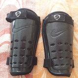 Щитки фирменные чёрные Nike
