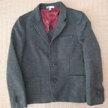Продам в новом состоянии,фирменный WE,красивый пиджак 6-8 лет.