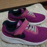 Кроссовки Nike, оригинал, б/у, на девочку, размер 33