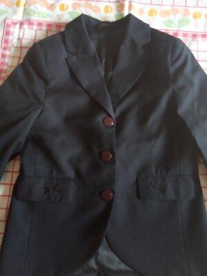 продам школьный пиджак на девочку темно-синий размер 134-64