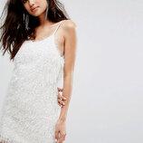 Нежное белое платье Glamorous
