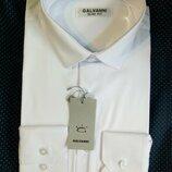 Белая приталенная мужская рубашка с длинным рукавом