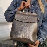 Стильный кожаный рюкзак под змею-серебро