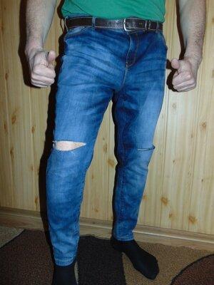 Стильние брендовие брюки джинси рванки f&f .л .34