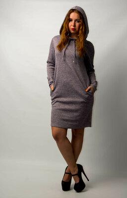 Платье женское трикотажное спортивное с капюшоном от бренда Adele Leroy.