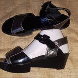 41р -26.5 кожа новые босоножки Robert Clergerie Made in Italy тут можно увидеть цены на эту обувь h