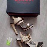 Босоножки из кожзама бренда QUEEN